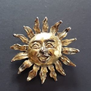 Jewelry - VINTAGE Faux Gold Brooch